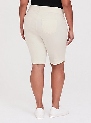 Plus Size Jegging Bermuda Short - Vintage Stretch White, FRENCH VANILLA, alternate