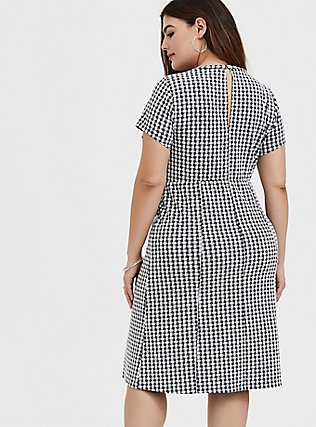 Plus Size Black Textured Gingham Front Slit Shift Dress, DEEP BLACK, alternate
