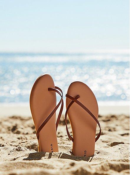 Plus Size Cognac Faux Leather Crisscross Toe Ring Flip Flop (WW), COGNAC, hi-res