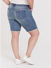 Plus Size Low Rise Bermuda Short – Vintage Stretch Medium Wash, SARDEGNA, alternate