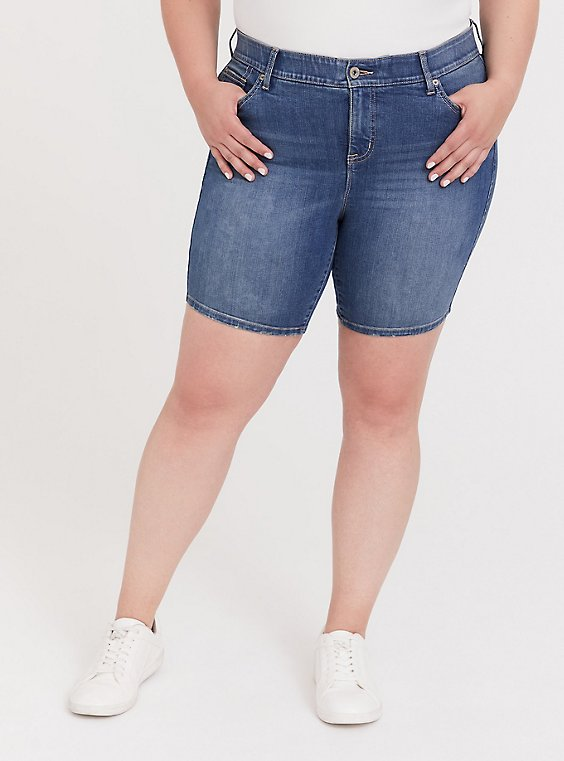 Plus Size Bombshell Skinny Bermuda Short - Premium Stretch Medium Wash, , hi-res
