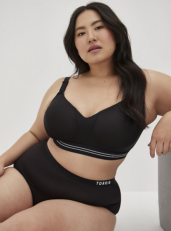 Black 360° Back Smoothing™ Lightly Lined Everyday WireFree Sports Bra, RICH BLACK, hi-res